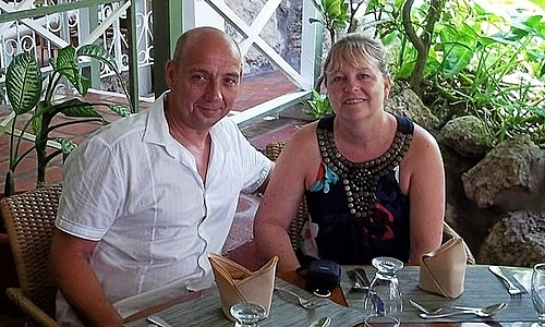 Andrew bên vợ. Ảnh: Hardman Family.