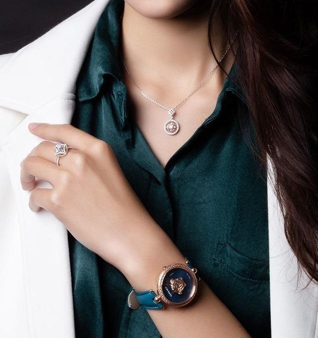 Trang sức là phụ kiện giúp tôn khí chất, vẻ đẹp người phụ nữ, thể hiện cá tính và phong cách cá nhận của mỗi người.