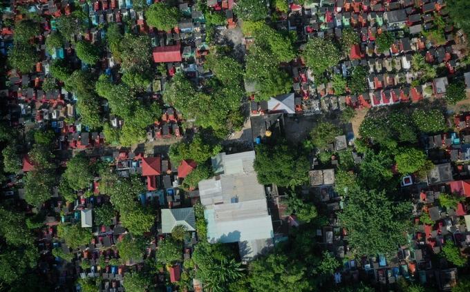 Gia đình bốn đời sống giữa nghĩa trang ở Sài Gòn