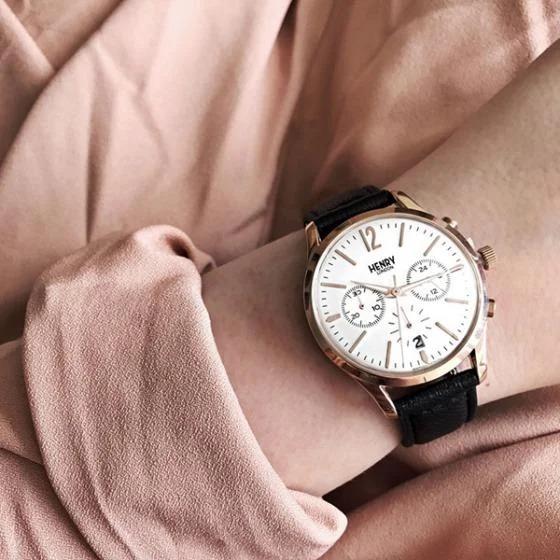 Đồng hồ nữ Henry London kiểu dáng thanh lịch, hiện có bán trên Shop VnExpress với giá ưu đã 3,6 triệu đồng, giảm 32% so với giá gốc. Sản phẩm chính hãng, miễn phí thay pin trọn đời, bảo hành 2 năm cho máy và tính kháng nước.