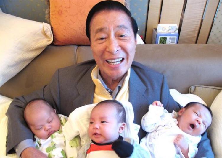 Cuộc đua sinh con thừa tự của hai con trai tỷ phú - ảnh 2