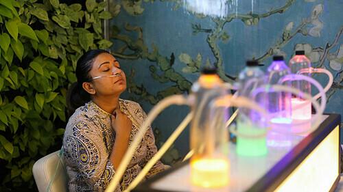 Người dân New Delhi rủ nhau đi mua oxy - ảnh 1