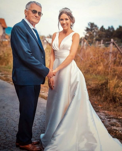 Ảnh cưới của ông Milojko và vợ trẻ. Ảnh: Mirror.