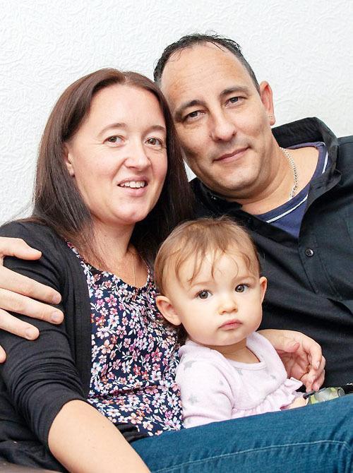 Vợ chồng Sam tái hợp sau 14 năm ly hôn. Hiện họ có con gái nhỏ hơn 1 tuổi. Ảnh:Ian Scammell/Triangle.