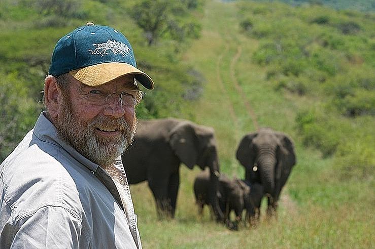 Giữa nguy cơ đàn voi bị giết hại những năm 1990, nhà bảo vệ động vật Lawrence Anthony đã làm cứu chúng về khu bảo tồn của mình. Ảnh: Thulathula.