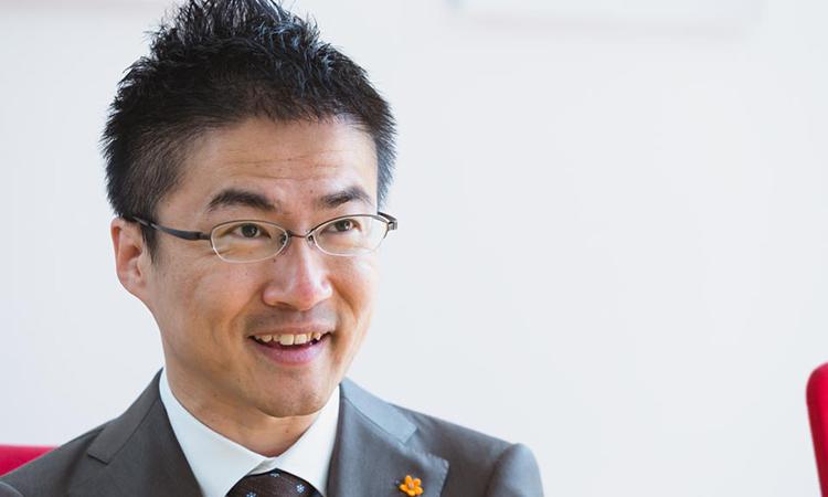 Hirotada từng là nhà văn rất nổi tiếng và là tấm gương cho thế hệ trẻ tại Nhật Bản.