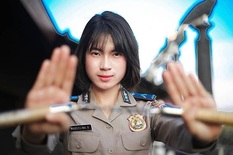 Bripda Marselina Oktaviani - nữ cảnh sát xinh đẹp đã đưa tên tội phạm vào tròng. Ảnh: alhidamart.