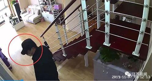 Chồng cứu vợ khỏi kẻ cướp nhờ câu nói qua camera - ảnh 1