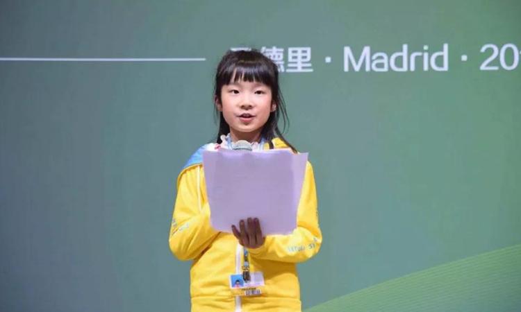 Cô bé Lê Tử Lâm phát biểu tại Hội nghị Thay đổi Khí hậu của Liên Hợp Quốc lần thứ 25. Ảnh: sohu.