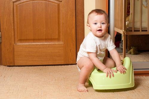 Để trẻ đi tiểu tự nhiên sẽ giúp phát triển bàng quang. Ảnh: Depositphotos.
