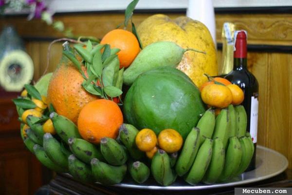 Mâm ngũ quả miền Bắc thường có 5 màu sắc khác nhau.
