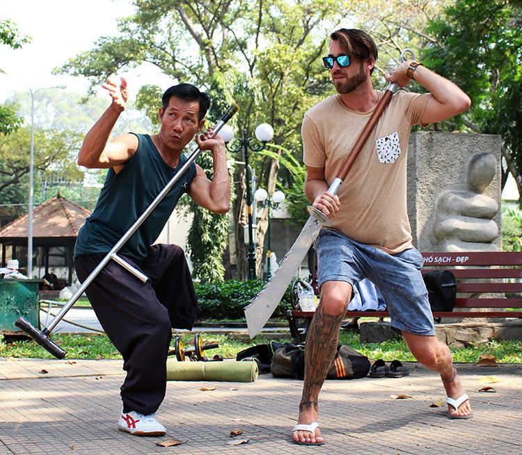 Lớp võ của ông Dũng ở công viên Tao Đàn thường chỉ có dưới 10 môn sinh. Ảnh: Diệp Phan.
