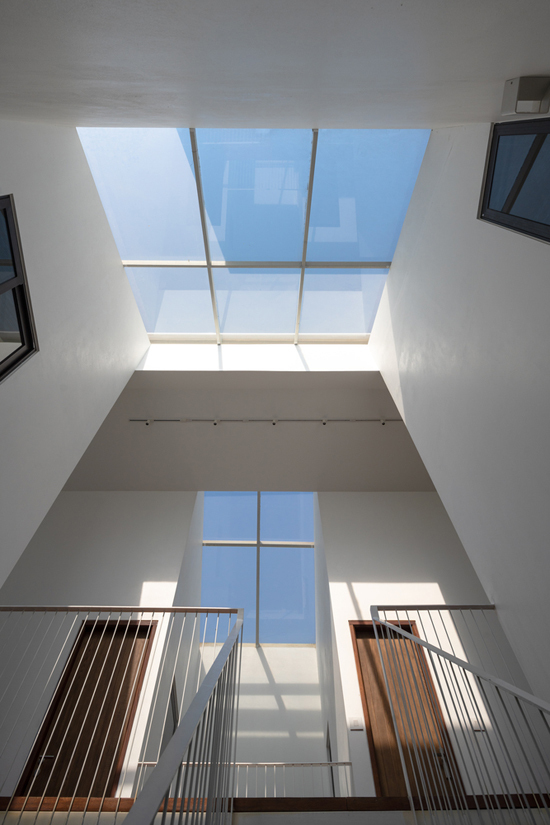3 mặt kính giúp ngôi nhà đầy nắng