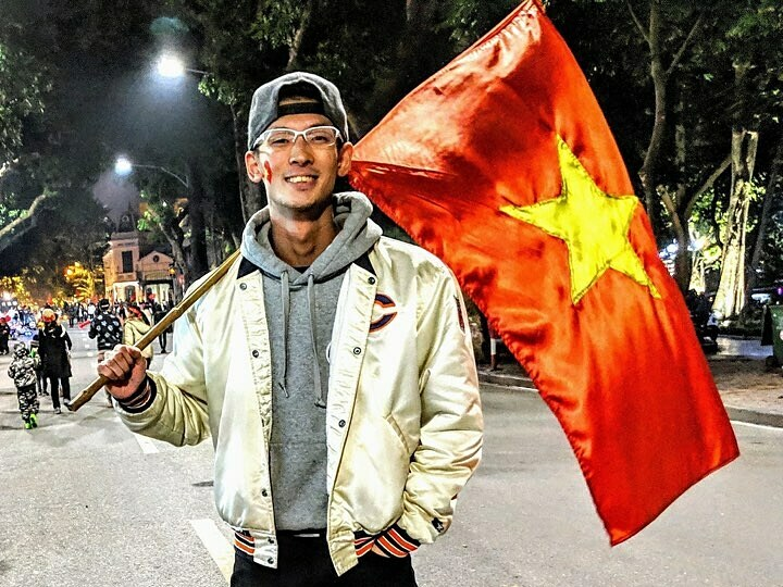 Takuya  Okazaki rất thích Việt Nam, bao gồm cả văn hóa uống rượu bia. Ảnh: NVCC.