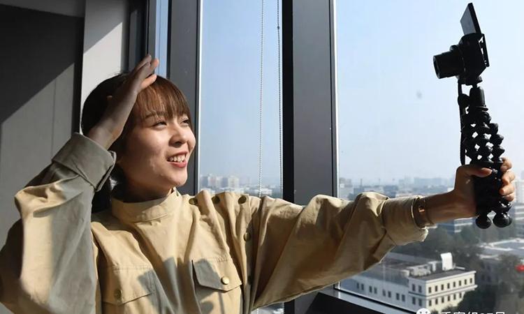 Vũ Tề là một blogger nổi tiếng của Trung Quốc, cô đã có một buổi thử nghiệm việc dọn dẹp nhà cửa để thấy sự thay đổi trong suy nghĩ. Ảnh: aluobowang.