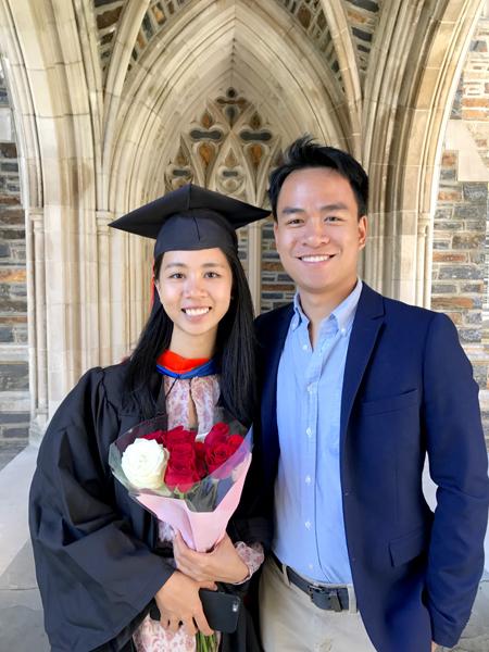 Quang trong lễ tốt nghiệp của Chi năm 2017 tại Đại học Duke. Ảnh: Q.C.