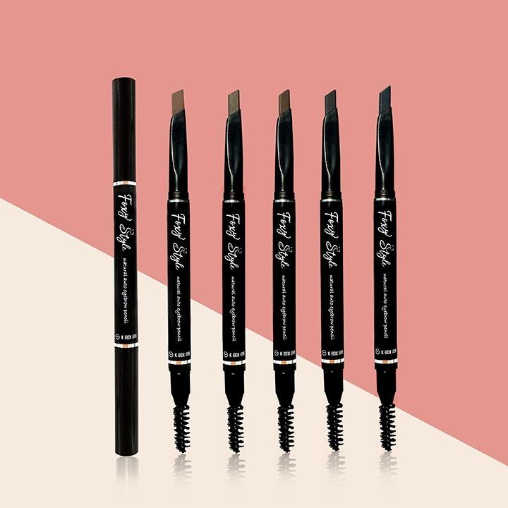 Foxy Style Natural Auto Eyebrow Pencil là dòng chì kẻ mày đầu vát chéo được nhiều ngườu yêu thích bởi khả năng định hình kiểu dáng cho lông mày, khả năng bám lâu, chống trôi, kết hợp với chất chì mềm mịn dễ kẻ, dễ tán. Sản phẩm xuất xứ từ Hàn Quốc, có 5 tông màu đa dạng cho chị em lựa chọn gồm: N01 - màu đen; N03 - nâu trầm; N04 - nâu; N05 - xám; N07 - nâm xám. Chì kẻ mày có giá 89.000 đồng, giảm 48% so với giá gốc.