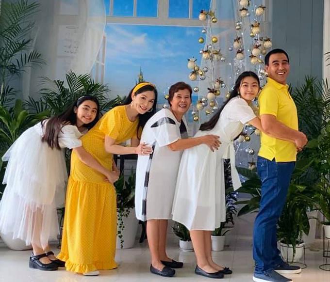 Hướng dẫn ôm từ gia đình Quyền Linh.