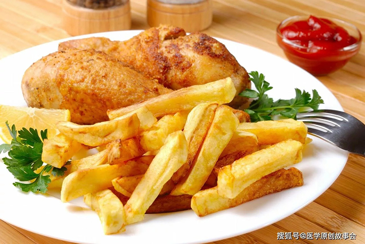 Các loại thực phẩm sau chiên, xào nhiều chất béo để qua đêm sẽ dẫn đến làm tăng lượng chất gây ung thư như BaP (benzopyrene). Ản minh họa: Aboluowang.