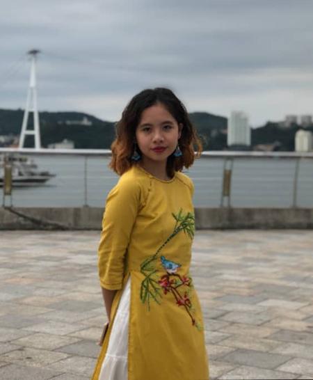 Lò Mai Phương (15 tuổi) đã tự lập nhóm bán hàng tại trường để học cách quản lý tài chính cá nhân với số tiền mừng tuổi có được. Ảnh: Nhân vật cung cấp.