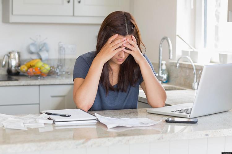 Không tiết kiệm tiền, bạn dễ gặp rủi ro trong cuộc sống. Ảnh: strictly-stress-management.