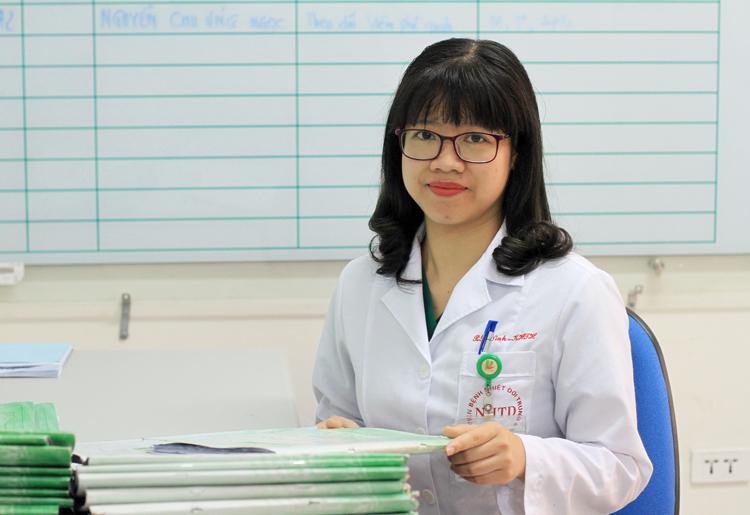 Bác sĩ Trần Hải Ninh, trưởng khoa Nội Tổng hợp, đang chiến đấu với dịch Corona một tháng qua. Ảnh: Phan Dương.