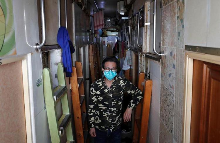 Cư dân 'nhà quan tài' cố thủ vì sợ virus corona - ảnh 1