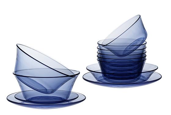 Bộ sản phẩm gồm 6 bát ăn cơm (chén), 2 tô đường kính 17cm phù hợp đựng các món canh, súp; 2 đĩa cạn đường kính 19 cm, 1 đĩa cạn đường kính 23 cm, phù hợp để các món khô, ít nước sốt, 1 đĩa trũng đường kính 19 cm, phù hợp đựng các mòn xào nhiều nước hay súp. Tất cả đều trong suốt và đồng màu xanh nước biển, giúp bữa ăn thêm đẹp mắt, ngon miệng. Bộ bàn ăn 12 món đang giảm 10% còn 748.800 đồng.