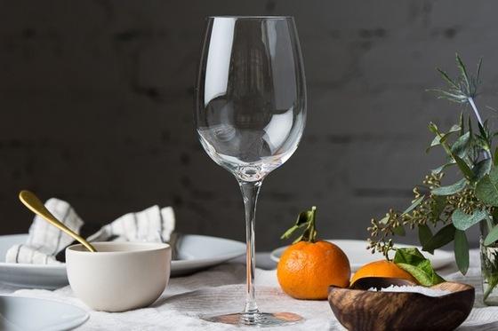 Ly trong suốt, không bọt khí, dung tích 360 ml phù hợp sử dụng để uống rượu vang, cocktaill, trưng bày tại nhà hay làm quà tặng. Bộ 6 chiếc có giá 630.000 đồng giảm 25% còn 472.000 đồng