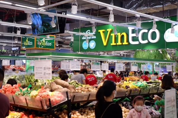 Dịp này, các siêu thị tăng cường nguồn hàng để phục vụ nhu cầu của người tiêu dùng.