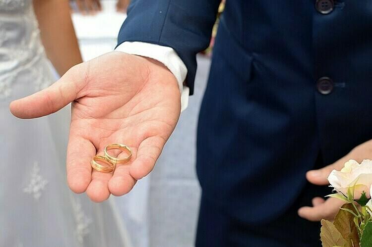 Thẩm phán bí mật kết hôn với chồng cũ - ảnh 1