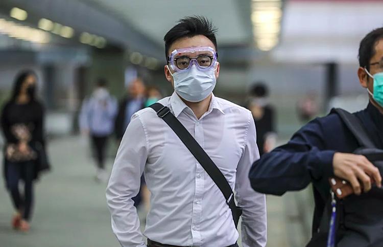 Ở châu Á, đeo khẩu trang là trách nhiệm bảo vệ mình và phòng lây nhiễm cho người khác, nhưng với người châu Âu đó là biểu tượng của bệnh tật.