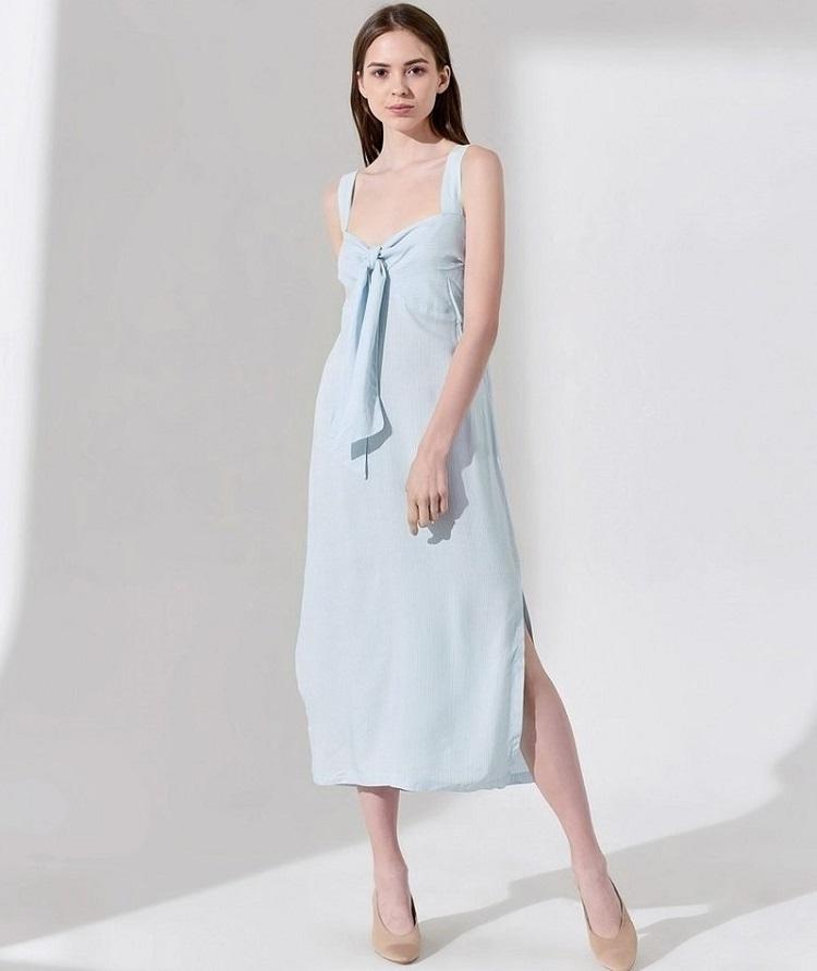 Đầm hai dây The Cosmo Lindsey Strap Dress TC2005213WH thiết kế dáng suông, xẻ vạt cá tính. Màu xanh nhạt trẻ trung, nhẹ nhàng, thích hợp diện vào những ngày hè. Chi tiết cúp ngực, phối nơ bản to tạo điểmnhấnquyến rũ. Đầm có giá 199.500 đồng, giảm 50% so với giá gốc.