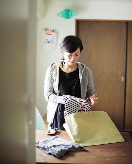 Kaori bán những bộ đồ không mặc nữa qua ứng dụng trên mạng. Ảnh:Life Management of Working Mother.