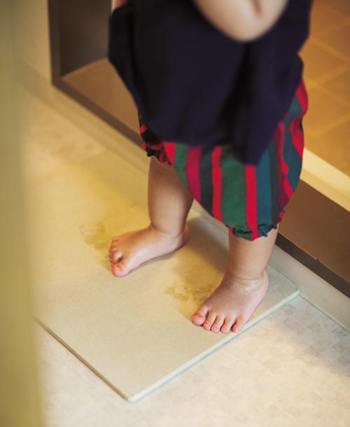 Phòng tắm sử dụng thảm làm từ tảo cát, không tốn công giặt giũ mà vẫn sạch sẽ.Ảnh:Life Management of Working Mother.