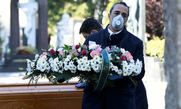 Những đám tang buồn ở Italy - ảnh 1