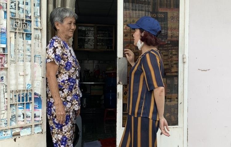 Chị Thùy Dương thông báo miễn phí nhà trọ cho mẹ con bà Lan. Ảnh: Thùy Dương.