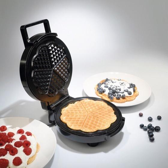 Máy nướng bánh Waffle Tiross TS1384 690.000đ 574.750đ (-17%)  Máy làm bánh Waffle Tiross  -Thiết kế kiểu dáng nhỏ gọn, Chất liệu cao cấp, sáng bóng, bền đẹp.  -Bề mặt nướng được phủ lớp chống dính cao cấp giúp bánh làm ra đẹp, dễ dàng vệ sinh máy sau khi sử dụng.  -Núm điều khiển dễ dàng với 5 mức công suất.  -Tự động ngắt khi đủ nhiệt