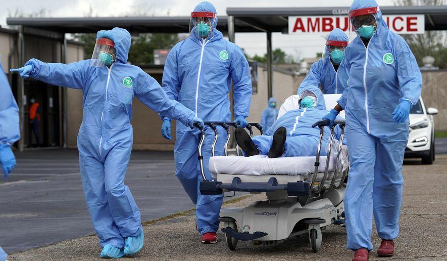 Một ca cấp cứu bệnh nhân Covid-19 ở Houston hôm 19/3. Ảnh: AP.