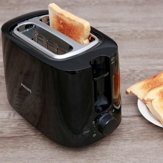 Máy nướng bánh mì Philips HD2582 830W (Đen) - hãng phân phối chính thức 925.000đ 779.000đ (-16%)  Máy nướng bánh mì Philips HD2582 với thành cách nhiệt sẽ mang lại cho bạn những chiếc bánh mì nóng giòn và thơm phức. Bên dưới máy được bố trí nút vặn với 8 chế độ điều chỉnh độ giòn của bánh, giúp bạn có được những miếng bánh giòn tan đúng theo sở thích của bản thân cũng như những thành viên khác trong gia đình. Máy nướng bánh mì mang kiểu dáng hiện đại, phù hợp với mọi không gian nhà bếp. Khay nướng bánh có thể tháo rời dễ dàng, giúp bạn có thể vệ sinh máy mà không phải làm các thao tác phức tạp mất thời gian.