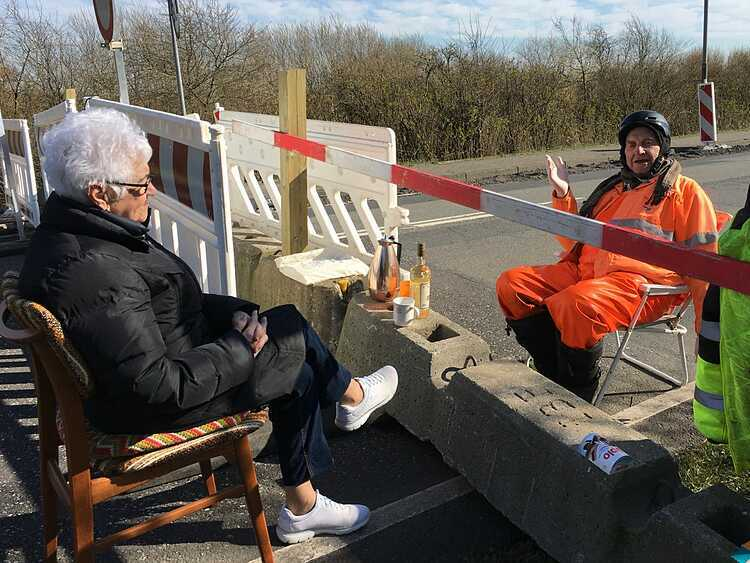 Buổi hẹn nơi biên giới của Inga và Karsten. Ảnh:Henrik Frandsen.