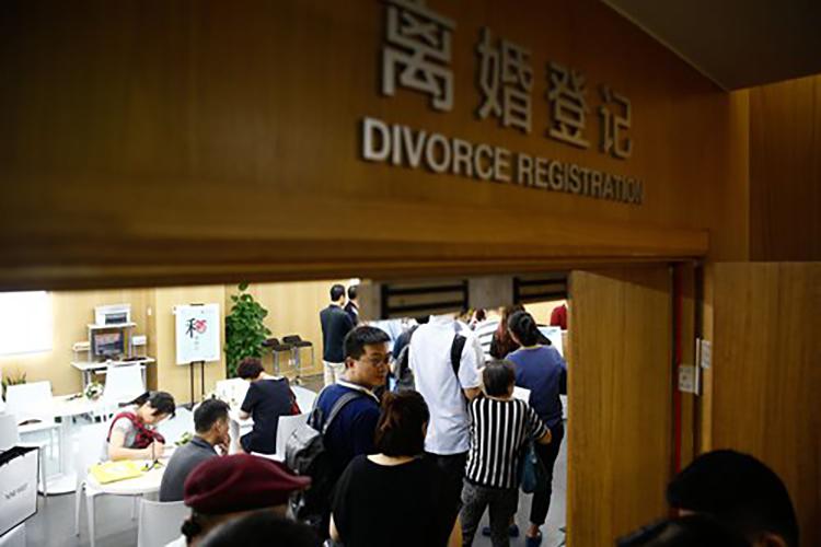 Số vụ ly hôn tăng vọt sau đại dịch - ảnh 1