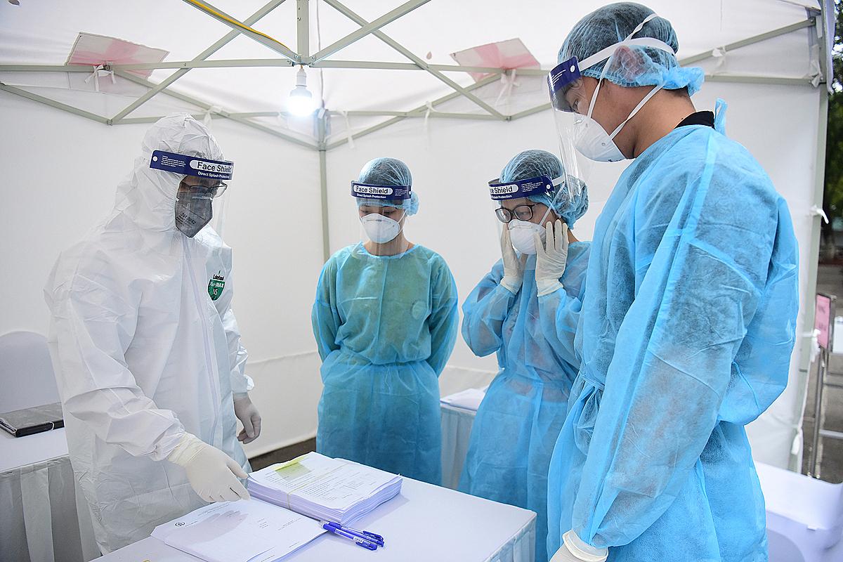 Các nhân viên y tế, y bác sĩ luôn sẵn sàng trong cuộc chiến chống đại dịch. Ảnh: Giang Huy