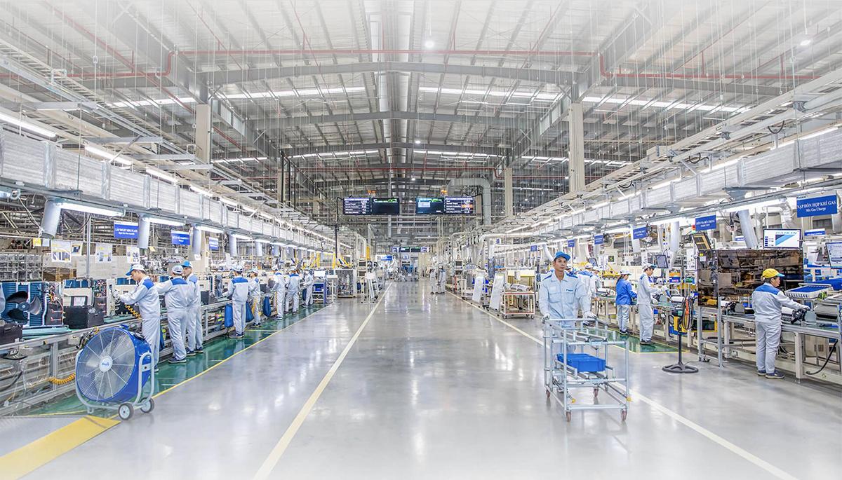 Cứ mỗi 25 giây, nhà máy Daikin Việt Nam hoàn thành một máy điều hòa không khí. Mỗi sản phẩm trước khi xuất xưởng đều phải đi qua 300 bước kiểm tra chất lượng. Tính tới tháng 9/2019, hơn 500.000 bộ điều hòa không khí sản xuất tại nhà máy đã được thị trường đón nhận.