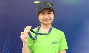Con gái liệt sĩ cứu hộ Rào Trăng thi marathon thay bố